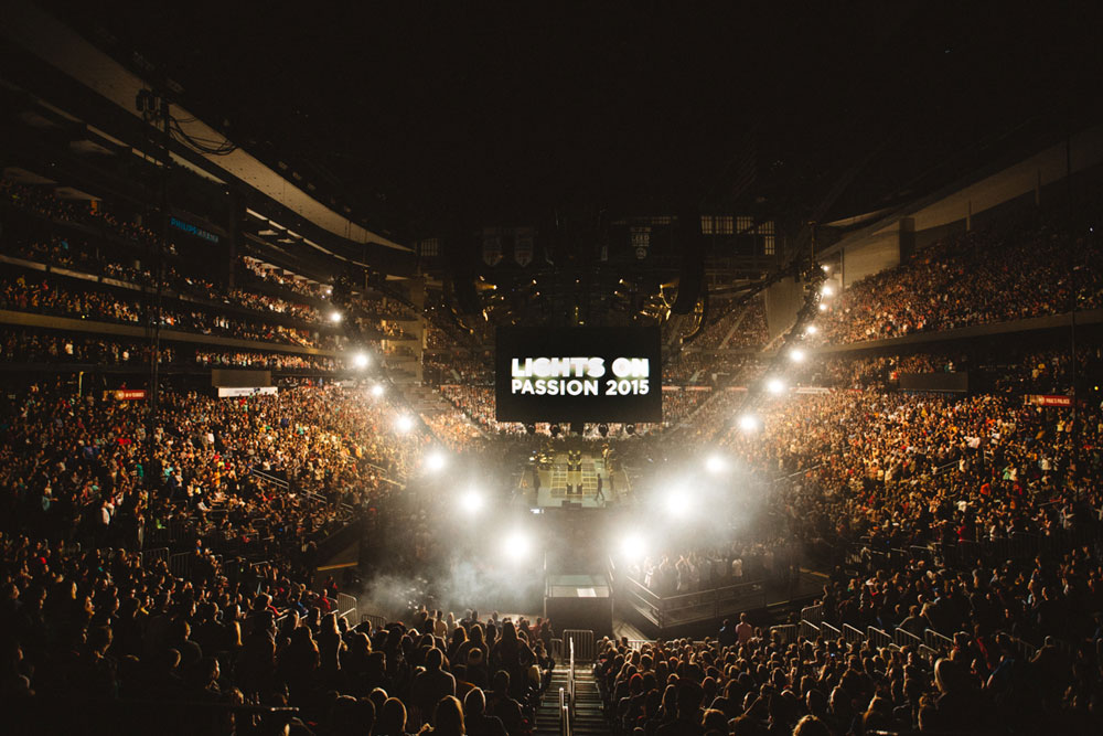 Passion 2015 Conference Opens to 20,000 Students in Atlanta; Giglio Emphasizes Finished Work of Christ